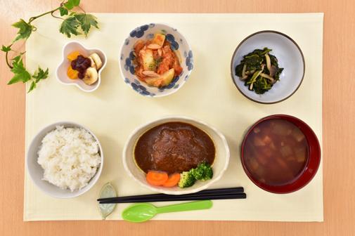 野菜をふんだんに使い、<br>彩り豊かな手作りの食事